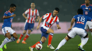 ATK control the ball in the ISL match